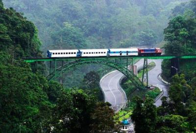 kereta-api-di-lembah-anai21
